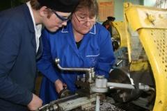 Обучение в мастерской станочника